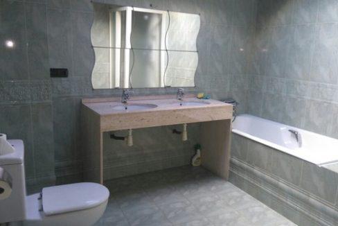Borda Encamp-baño-Venta-Versus andorra (1)