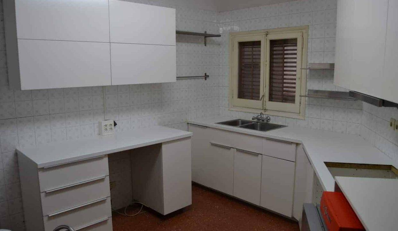 Comprar piso de 140m2  5 habitaciones en pleno centro de escaldes-engordany ideal inversión. Versus andorra inversiones inmobiliarias.